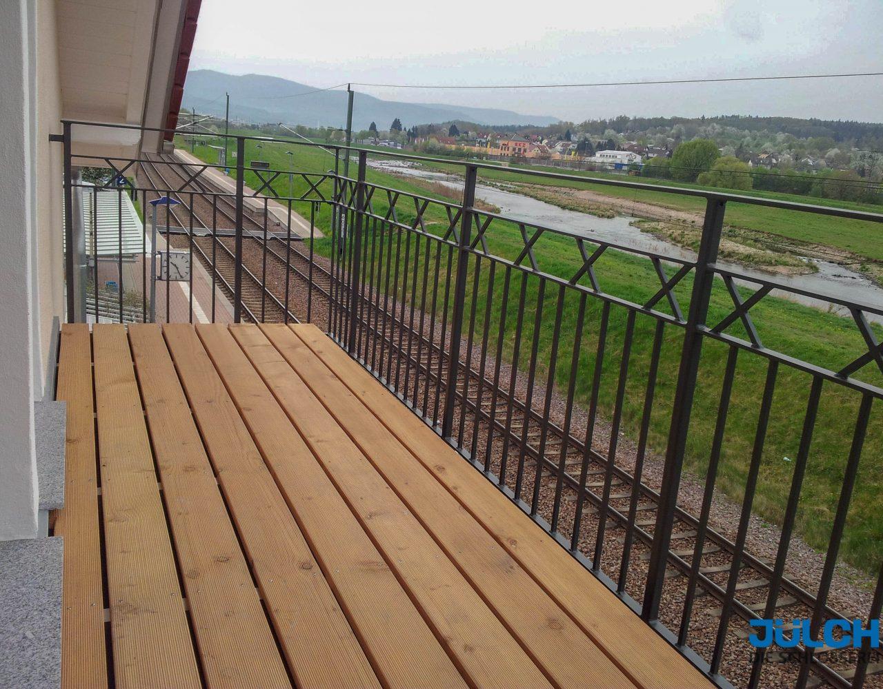 Balkon Gelaender feuerverzinkt und beschichtet anthrazit mit Zierleisten