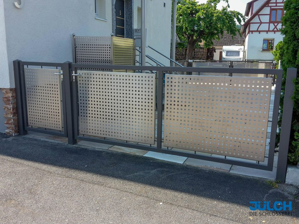 Lochblech Hoftor Einfahrtstor QG20-50 quadratlochung Rahmen anthrazit