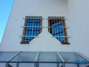 Fenstergitter Treppenhaus Gitterstaebe feuerverzinkt, senkrecht