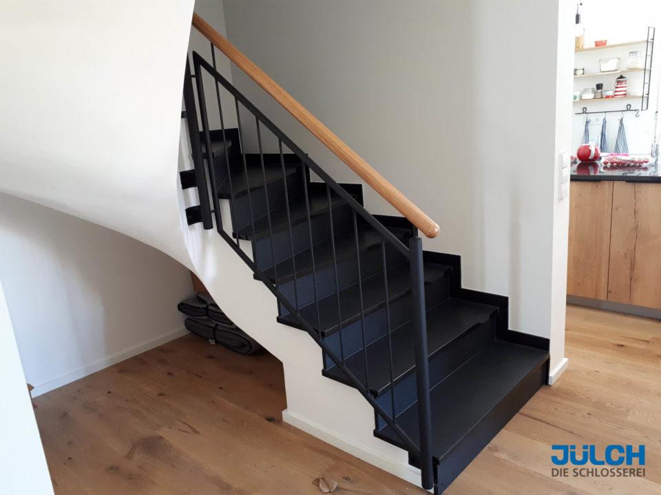 Treppengelaender Treppenhaus, Holzhandlauf, Designertreppe