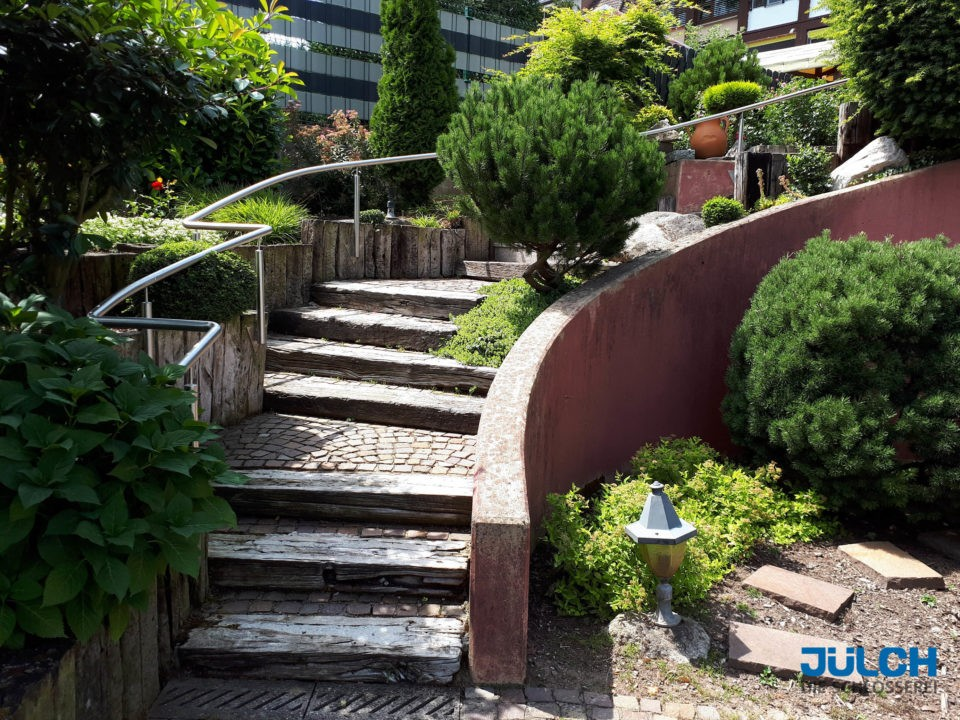 Treppengelaender Aussenbereich, Garten, Massanfertigung, dem Treppenverlauf angepasst