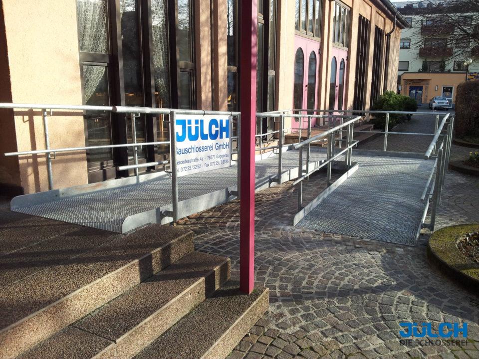 Rampe Auffahrt Gemeindehaus Altersheim Pflegeheim Schule behindertengerecht Kinderwagen Rollstuhl Zugang