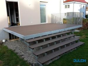 Feuerverzinkte Balkonkonstruktion und Treppe mit WPC Belag