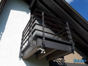 Balkon mit Pulverbeschichtung, horizontale Flachstahlstaebe