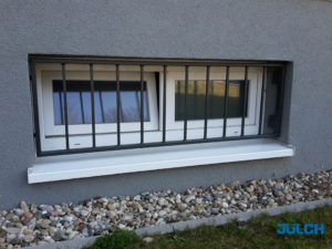 Fenstersicherung beschichtet Kellerfenster Einbruchschutz
