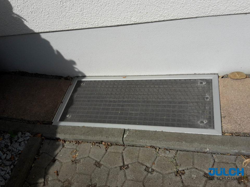 Lichtschacht Luftschacht Fliegengitter Einbruchschutz Laubgitter Kellerfenster Abdeckung