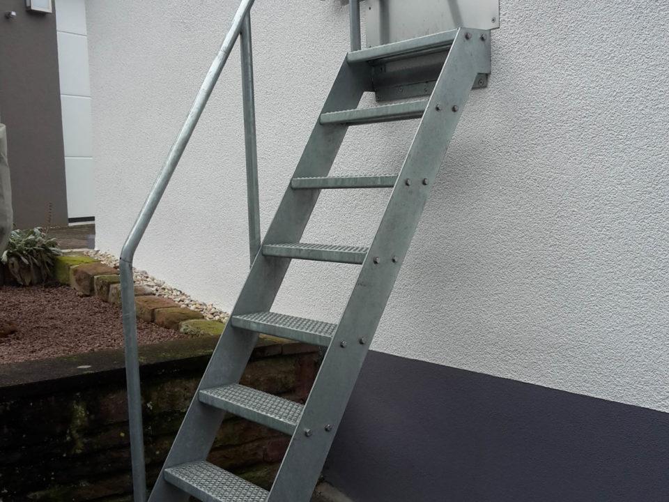 steile Treppe, Dachboden SPeicher Garage Leiter zum aushaengen flexibel