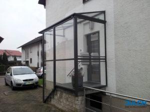 Einhausung Eingang Verglasung Ueberdachung Windschutz