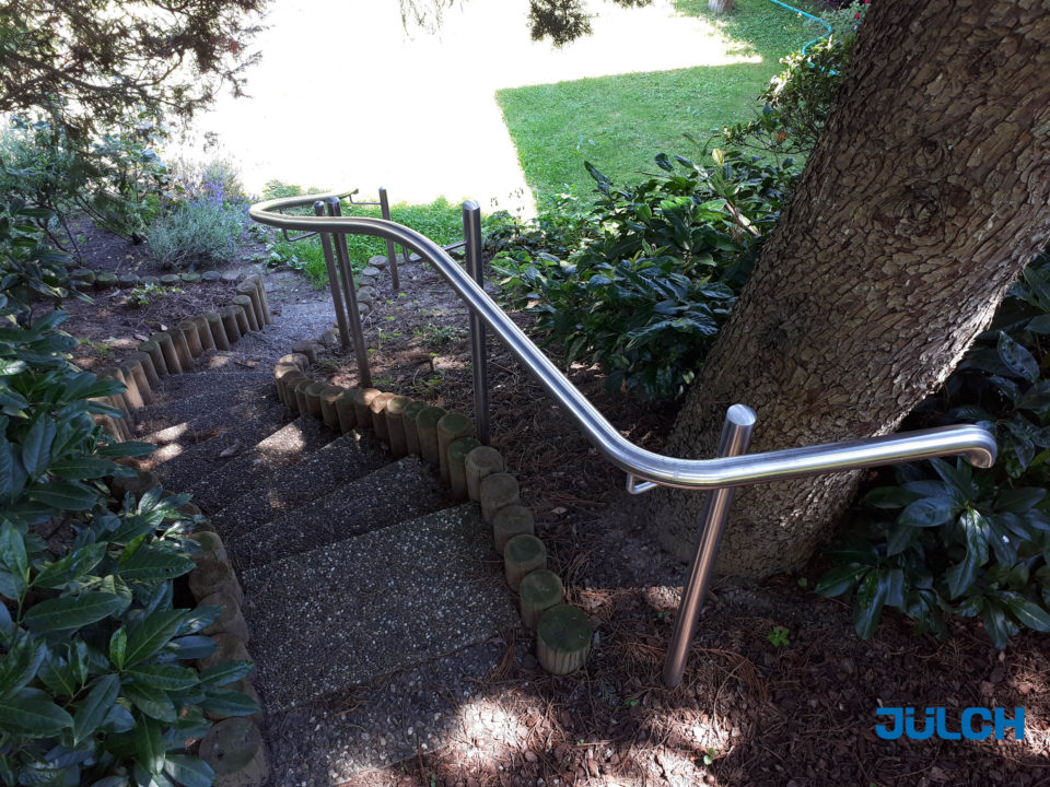 Garten Treppe Handlauf, Edelstahl geschwungen, Treppenverlauf angepasst
