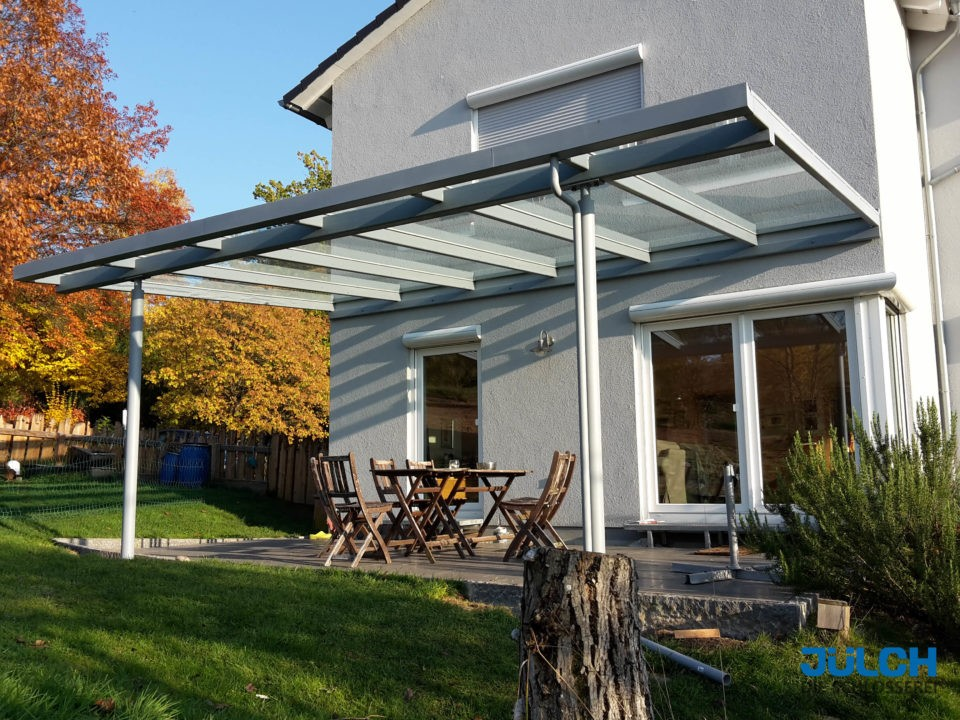 Ueberdachung grau lackiert Essplatz Dach
